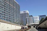 Nedrland, Den Haag, 20-7-2018Snelweg A12, Utrechtsebaan,  door de stad met kantoorgebouwen  van o.a. postnl, q8, regus en MN .Foto: Flip Franssen