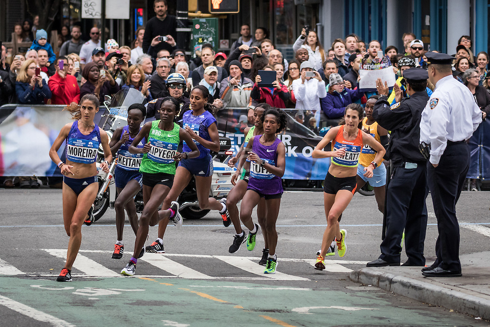 lead pack elite women near mile 16 in Manhattan