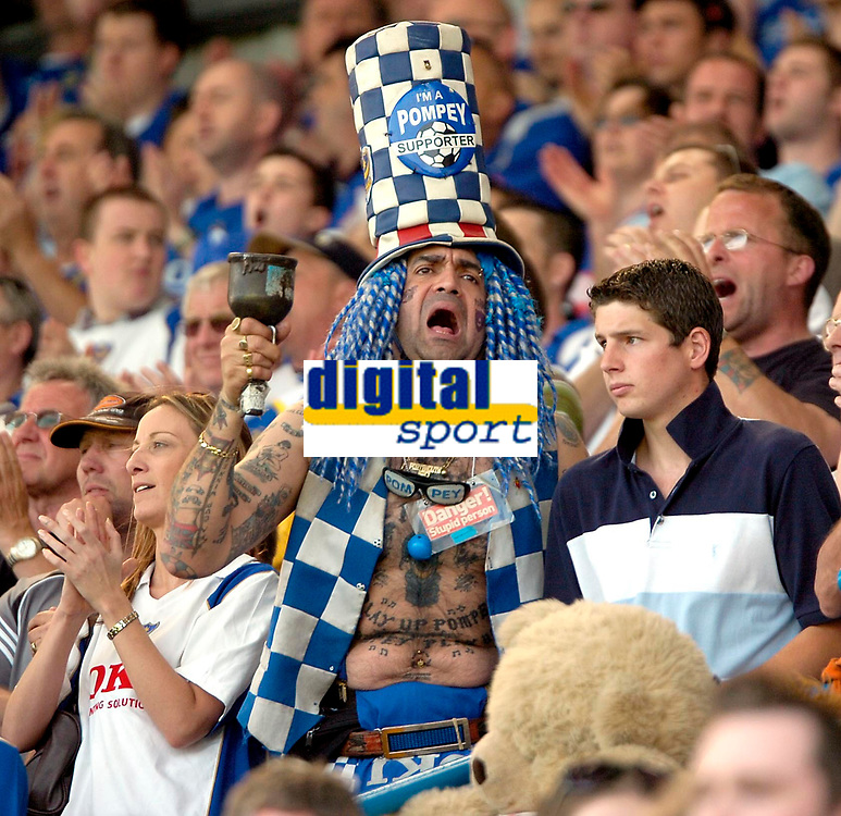 Photo: Ed Godden.<br /> Portsmouth v Liverpool. The Barclays Premiership. 28/04/2007. Pompey fans take part in a 1 minute applause dedicated to Alan Ball.