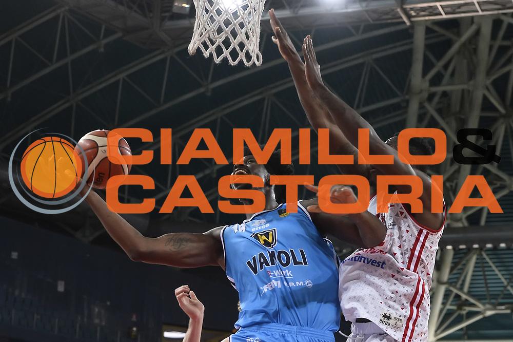 Henry Sims<br /> VL Pesaro - Vanoli Cremona<br /> LegaBasket 2017/2018<br /> Pesaro 29/10/2017<br /> Foto Ciamillo-Castoria