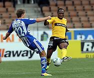 24.9.2011, Sonera Stadion, Helsinki..Suomen Cup 2011, loppuottelu Kuopion Palloseura - FC HJK Helsinki..Alain Elvis Bono (KuPS) v Joel Perovuo (HJK).