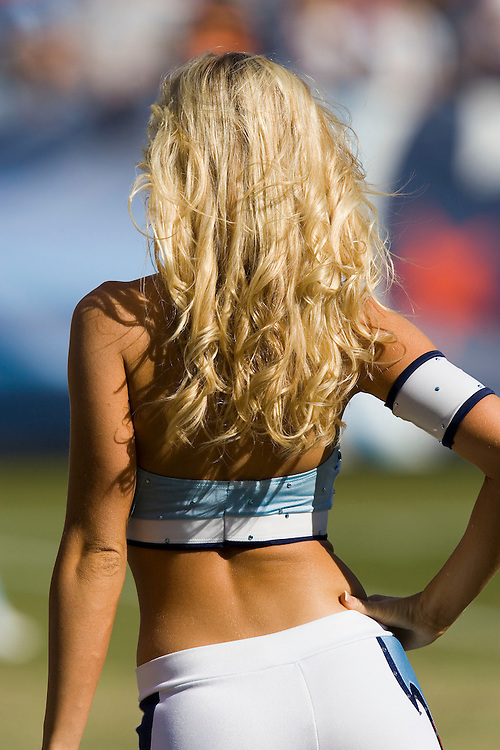 NASHVILLE, TN - OCTOBER 29:  Tennessee Titans cheerleaders perform during a game against the Houston Texans at LP Field on October 29, 2006 in Nashville, Tennessee. The Titans defeated the Texans 28 to 22. (Photo by Wesley Hitt/Getty Images)***Local Caption***