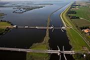 Nederland, Noordoostpolder, Flevoland,  08-09-2009. Ramspol, Waterkering Kampen, tussen Ketelmeer en Zwarte Water. Rechts Ramsdiep en Noordoostpolder, onder in beeld Ramspolbrug..De balgstuw is een stormvloedkering en bestaat uit een opblaasbare dam of dijk, opgebouwd uit drie balgen. Normaal gesproken ligt elke balg op de bodem. Op de foto's is de kering in functie in verband met werkzaamheden.Ramspol, inflatable dike, between Ketelmeer and Black Water. The Balgstuw (bellow barrier) is a storm barrier and consists of an inflatable dam or dyke, composed of three bellows. Usually, each bellow rests on the bottom of the water, but now the bellows are inflated  because of maintenance..(toeslag); aerial photo (additional fee required); .foto Siebe Swart / photo Siebe Swart.De balgstuw is een stormvloedkering en bestaat uit een opblaasbare dam of dijk, opgebouwd uit drie balgen. Normaal gesproken ligt elke balg op de bodem. Op de foto's is de kering in functie in verband met werkzaamheden.Ramspol, inflatable dike, between Ketelmeer and Black Water. The Balgstuw (bellow barrier) is a storm barrier and consists of an inflatable dam or dyke, composed of three bellows. Usually, each bellow rests on the bottom of the water, but now the bellows are inflated  because of maintenance..(toeslag); aerial photo (additional fee required); .foto Siebe Swart / photo Siebe Swart
