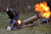 Nederland, Ooij, 31-12-2017Om het oudejaar uit te zwaaien wordt op het platteland vaak met carbid geschoten. In oude gasflessen of melkbussen wordt Carbid gestopt waarna zich een gasbel ontwikkelt. Die wordt met een brander tot ontploffing gebracht. De kunst is zo min mogelijk vuur en een zo hard mogelijke knal te maken.Foto: Flip Franssen