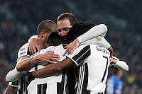 25.02.2017 - Torino - Serie A 2016/17 - 26a giornata  -  Juventus-Empoli nella  foto: Mario Mandzukic  abbracciato dai compagni  dopo il gol