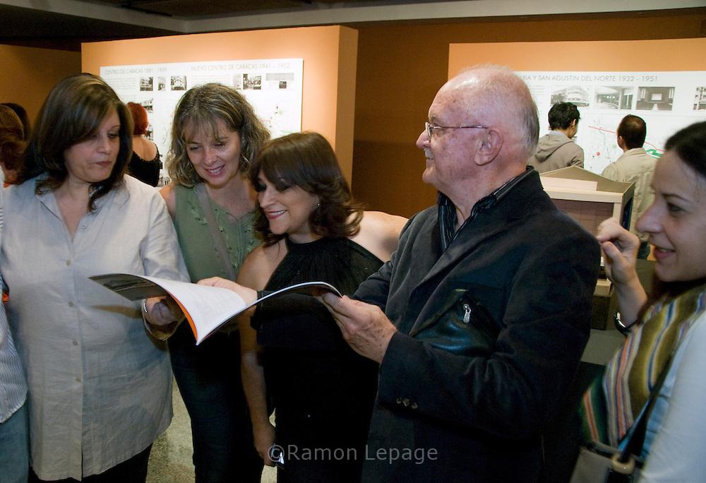 VII Encuentro de Fotografía 2009. .Exposición Los Cines en la vía del entretenimiento. . FIA 2009 .Feria Internacional de Arte de Caracas FIA 2008. Junio 10, 2009 (Ramon Lepage / Orinoquiaphoto).