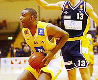 Basketball, 10. mars 2002. 1. finale BLNO Rykkinnhallen, Asker Aliens - Kongsberg Penguins. Cory Jenkins, Asker.
