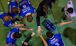 17-04-2016 NED: Play off finale Abiant Lycurgus - Seesing Personeel Orion, Groningen<br /> Abiant Lycurgus is door het oog van de naald gekropen tijdens het eerste finaleduel om het landskampioenschap. De Groningers keken in een volgepakt MartiniPlaza tegen een 0-2 achterstand aan tegen Seesing Personeel Orion, maar mede dankzij invaller Gino Naarden kwam Lycurgus langszij en pakte het de wedstrijd met 3-2 / Time out, yell, handshaking, Lycurgus, item