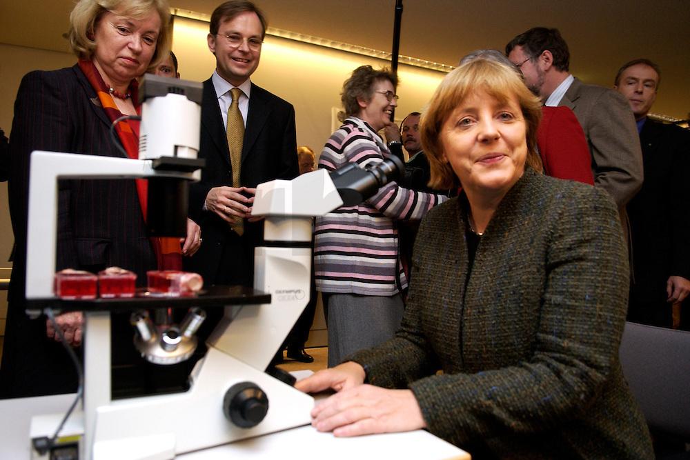 """25 OCT 2004, BERLIN/GERMANY:<br /> Angela Merkel, CDU Bundesvorsitzende, vor einem Mikroskop zur Betrachtung von Muskelzellen von Maeusen, Symposium der CDU/CSU Bundestagsfraktion """"Biotechnologie - Ernaehrung, Gesundheit, Medizin der Zukunft"""", CDU/CSU Fraktionssaal, deutscher Bundestag<br /> IMAGE: 20041025-02-005"""