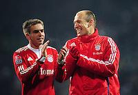 FUSSBALL  1. BUNDESLIGA   SAISON 2009/2010  19. SPIELTAG SV Werder Bremen - FC Bayern Muenchen              23.01.2010   Phillip LAHM (li) und Arjen ROBBEN (re, beide Bayern) freuen sich nach dem Abpfiff