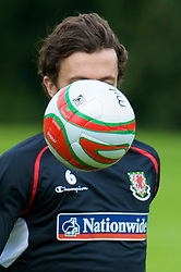 CARDIFF, WALES - Thursday, September 4, 2008: Wales' captain Simon Davies during a training session at the Vale of Glamorgan Hotel ahead of their opening 2010 FIFA World Cup South Africa Qualifying Group 4 match against Azerbaijan. (Photo by David Rawcliffe/Propaganda)