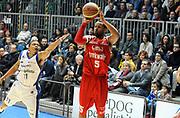 DESCRIZIONE : Cantu' Lega A 2012-13 CheBolletta Cantu' Trenkwalder Reggio Emilia<br /> GIOCATORE : Dominic James<br /> SQUADRA : Trenkwalder Reggio Emilia<br /> EVENTO : Campionato Lega A 2012-2013<br /> GARA :  CheBolletta Cantu' Trenkwalder Reggio Emilia<br /> DATA : 30/12/2012<br /> CATEGORIA : Tiro Three Points<br /> SPORT : Pallacanestro<br /> AUTORE : Agenzia Ciamillo-Castoria/A.Giberti<br /> Galleria : Lega Basket A 2012-2013<br /> Fotonotizia : Cantu' Lega A 2012-13 CheBolletta Cantu' Trenkwalder Reggio Emilia<br /> Predefinita :