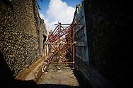 Pompei, Italia - 23 settembre 2011. Uno dei tanti puntellamenti all'intero degli scavi di Pompei. Nonostante i recenti crolli di alcune domus romane all'interno del sito archeologico patrimonio dell'Unesco, le condizioni generali degli scavi sono tutt'ora pessime. <br /> Ph. roberto Salomone Ag. Controluce<br /> Pompeii, Italy - A view of one of the many construction sites in the archological area of Pompeii. The ancient roman city, destroyed by the eruption of Mount Vesuvius in 79 a.C. lays in poor conditions and many houses and walls are falling apart.