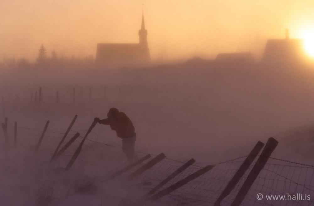 Snowstrom and the chruch Kotstrandakirkja in back - Kotstrandakirkja og snjóbylur