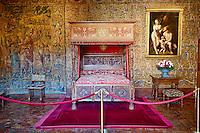 France, Indre et Loire (37), Château de Chenonceau, édifié de 1513 à 1521, de style Renaissance, au bord du Cher, chambre de Catherine de Medicis // France, Indre-et-Loire,  Chenonceau Castle and the Cher river, Catherine de Medici's Bedroom