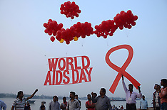 India: AIDS awareness campaign held on the bank of Ganges, 30 Nov. 2016