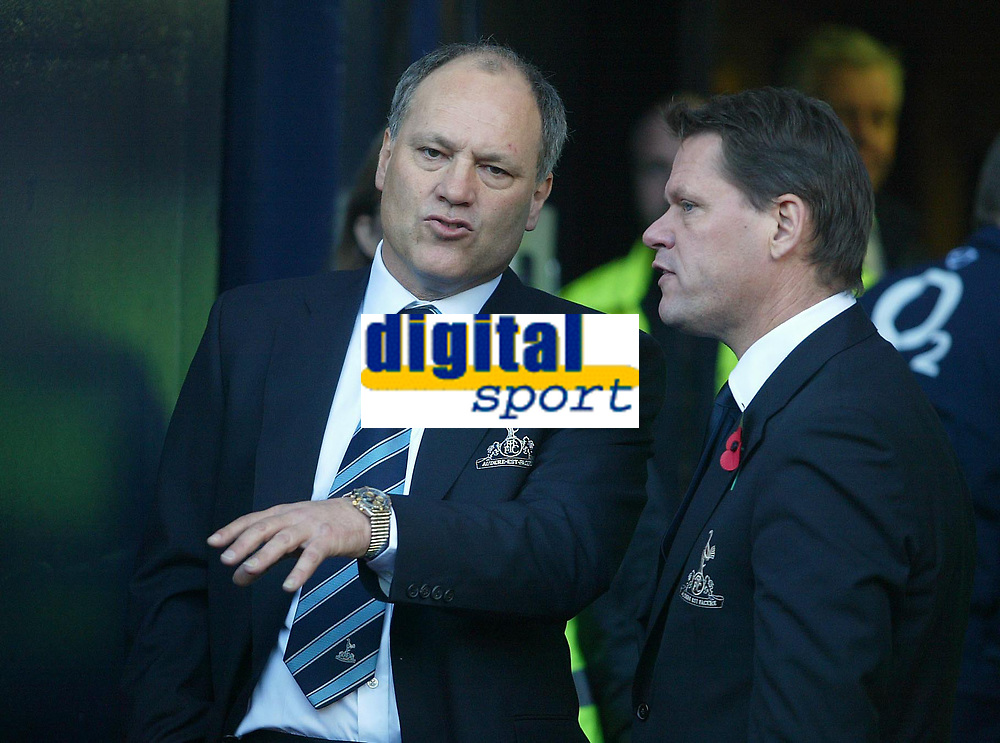 13/11/2004 - FA Barclays Premiership - Tottenham Hotspur v Arsenal - White Hart Lane<br /> Tottenham's manager Martin Jol chats with the Tottenham Director of Footbal Frank Arnesen<br /> Photo:Jed Leicester/Back page images<br /> NORWAY ONLY