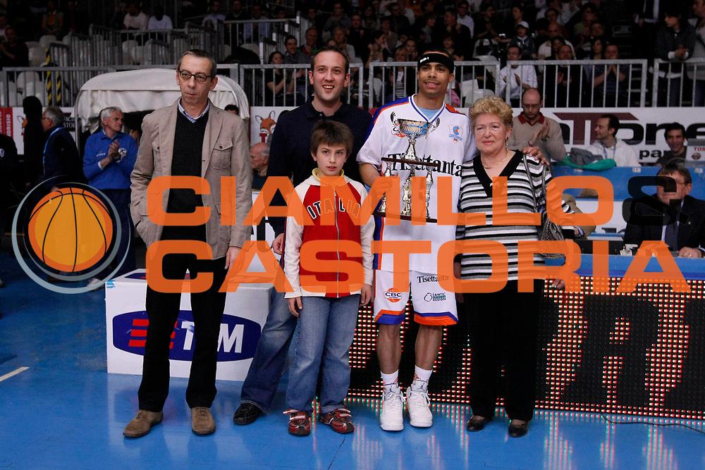 DESCRIZIONE : Cantu Lega A1 2007-08 Tisettanta Cantu Scavolini Montepaschi Siena<br /> GIOCATORE : DaShaun Wood<br /> SQUADRA : Tisettanta Cantu<br /> EVENTO : Campionato Lega A1 2007-2008<br /> GARA : Tisettanta Cantu Montepaschi Siena<br /> DATA : 20/04/2008<br /> CATEGORIA : Premiazione<br /> SPORT : Pallacanestro<br /> AUTORE : Agenzia Ciamillo-Castoria/G.Cottini