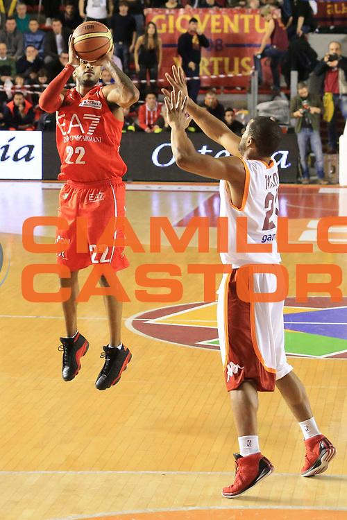 DESCRIZIONE : Roma Lega A 2012-13 Acea Roma EA7 Emporio Armani Milano<br /> GIOCATORE : JR Bremer<br /> CATEGORIA : three points<br /> SQUADRA : EA7 Emporio Armani Milano<br /> EVENTO : Campionato Lega A 2012-2013 <br /> GARA :  Acea Roma EA7 Emporio Armani Milano<br /> DATA : 17/02/2013<br /> SPORT : Pallacanestro <br /> AUTORE : Agenzia Ciamillo-Castoria/M.Simoni<br /> Galleria : Lega Basket A 2012-2013  <br /> Fotonotizia : Roma Lega A 2012-13 Acea Roma EA7 Emporio Armani Milano<br /> Predefinita :