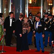 NLD/Amsterdam/20110527 - 40ste verjaardag Prinses Maxima, Koningin Beatrix verlaat het concertgebouw