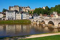 France, Loire et Cher (41), vallée du Cher, la ville et le château de Saint Aignan au bord du Cher // France, Loir et Cher, Cher valley, the town and the castle of Saint-Aignan and the River Cher