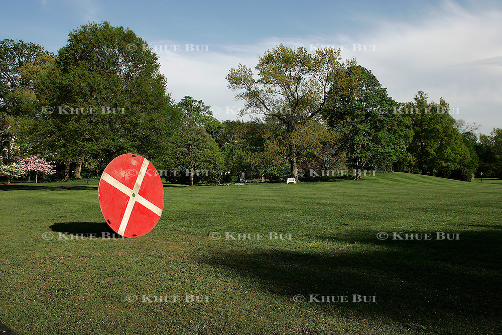 A landing pad target for Marine One is placed on the South Lawn in preparation for Pres. Bush's return to the White House Tuesday, April 26, 2005...Photo by Khue Bui