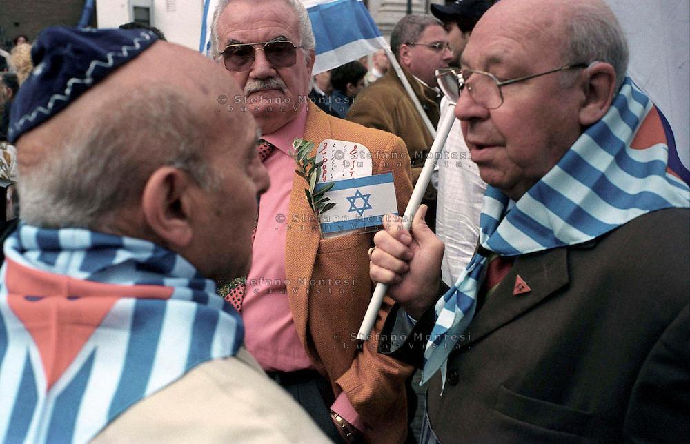 Roma 15 Aprile 2002.Israele Day.Manifestazione per lo stato di Israele in piazza del Campidoglio.Reduci dai campi di sterminio nazisti.
