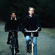 Jongste zus Emily Bremers, Sophia met een vriendje op de fiets