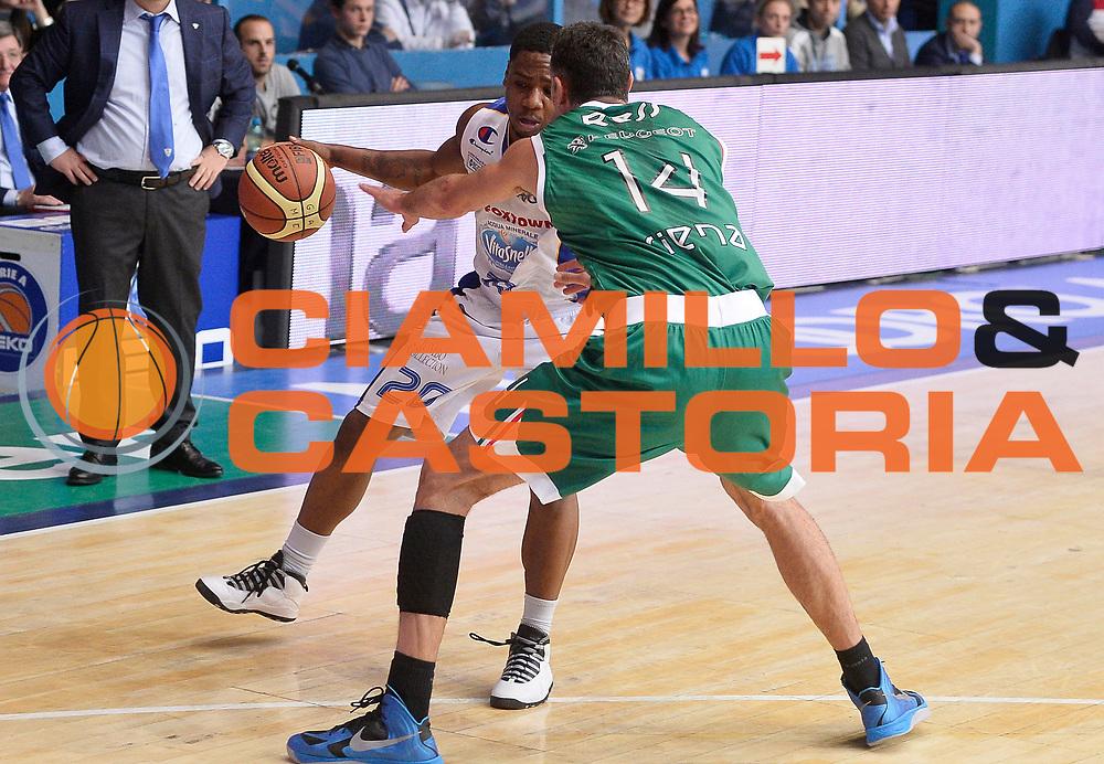 DESCRIZIONE : Cantu' campionato serie A 2013/14 Acqua Vitasnella Cantu' Montepaschi Siena<br /> GIOCATORE : Joe Ragland<br /> CATEGORIA : palleggio<br /> SQUADRA : Acqua Vitasnella Cantu'<br /> EVENTO : Campionato serie A 2013/14<br /> GARA : Acqua Vitasnella Cantu' Montepaschi Siena<br /> DATA : 24/11/2013<br /> SPORT : Pallacanestro <br /> AUTORE : Agenzia Ciamillo-Castoria/R.Morgano<br /> Galleria : Lega Basket A 2013-2014  <br /> Fotonotizia : Cantu' campionato serie A 2013/14 Acqua Vitasnella Cantu' Montepaschi Siena<br /> Predefinita :