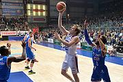 DESCRIZIONE : Cantu, Lega A 2015-16 Acqua Vitasnella Cantu' Enel Brindisi<br /> GIOCATORE : Brad Heslip<br /> CATEGORIA : Tiro<br /> SQUADRA : Acqua Vitasnella Cantu'<br /> EVENTO : Campionato Lega A 2015-2016<br /> GARA : Acqua Vitasnella Cantu' Enel Brindisi<br /> DATA : 31/10/2015<br /> SPORT : Pallacanestro <br /> AUTORE : Agenzia Ciamillo-Castoria/I.Mancini<br /> Galleria : Lega Basket A 2015-2016  <br /> Fotonotizia : Cantu'  Lega A 2015-16 Acqua Vitasnella Cantu'  Enel Brindisi<br /> Predefinita :