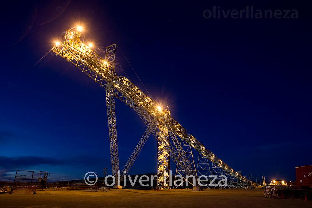 FOT&Oacute;GRAFO: Oliver Llaneza ///<br /> <br /> Correa tranportadora en construcci&oacute;n de Minera Esperanza