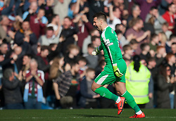 Thomas Heaton of Burnley celebrates their winning goal - Mandatory by-line: Jack Phillips/JMP - 23/02/2019 - FOOTBALL - Turf Moor - Burnley, England - Burnley v Tottenham Hotspur - English Premier League