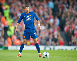 LONDON, ENGLAND - Tuesday, May 5, 2009: Manchester United's Cristiano Ronaldo prepares to take the free-kick from which he scored the second goal against Arsenal during the UEFA Champions League Semi-Final 2nd Leg match at the Emirates Stadium. (Photo by David Rawcliffe/Propaganda)