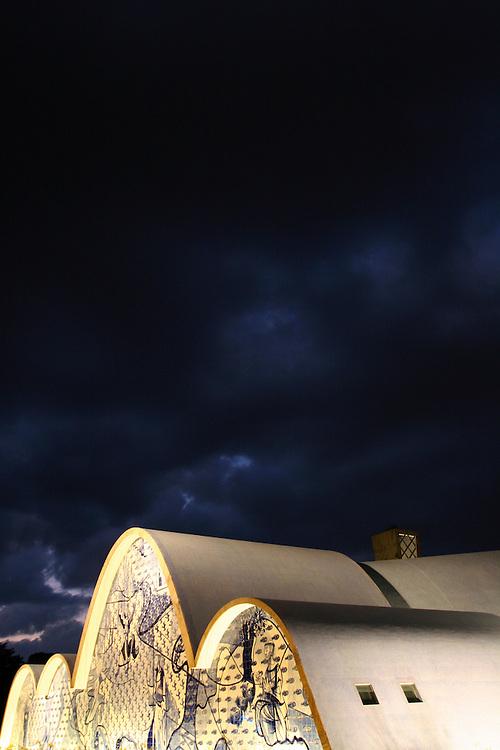 Belo Horizonte_MG, Brasil...Igreja Sao Francisco de Assis na Pampulha a noite...The Sao Francisco church in the Pampulha at night...Foto: LEO DRUMOND / NITRO