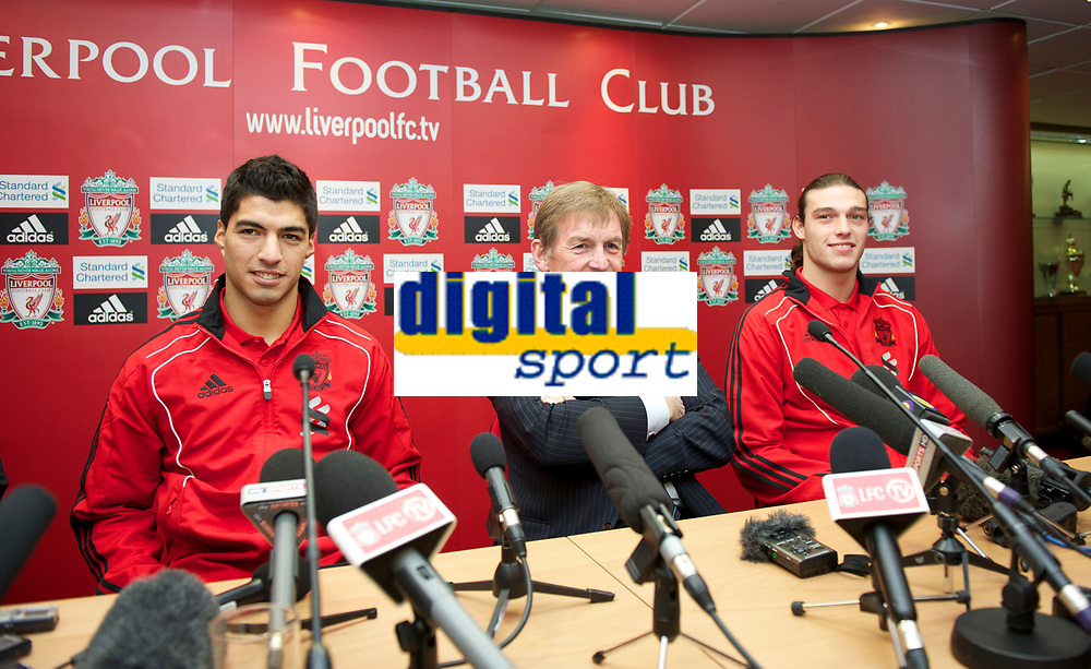 Fotball<br /> England<br /> Foto: Propaganda/Digitalsport<br /> NORWAY ONLY<br /> <br /> LIVERPOOL, ENGLAND - Thursday, February 3, 2011: Liverpool's new sigingings Luis Suarez and Andy Carroll with manager Kenny Dalglish during a photo-call at Anfield. Suarez signed from Ajax for £22.8m whilst Carroll arrived from Newcastle United for a club record fee of £35m