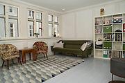 Foton av Mark Larner. Bild visar vardagsrummet.