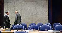 Nederland. Den Haag, 18 september 2008.<br /> Minister-president Jan Peter Balkenende en Henk Brons (RVD) in vak K tijdens een schorsing.<br /> Foto Martijn Beekman<br /> NIET VOOR PUBLIKATIE IN LANDELIJKE DAGBLADEN.