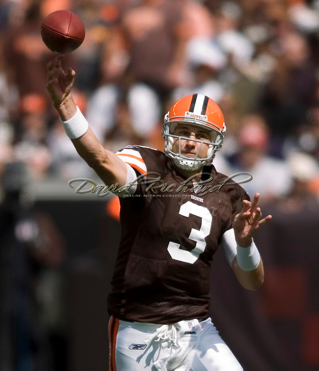 COPYRIGHT DAVID RICHARD.Cleveland quarterback Derek  Anderson throws a pass over the middle of the field against Cincinnati..The Cleveland Browns defeated visiting Cincinnati 51-45, Sunday, September 16, 2007..