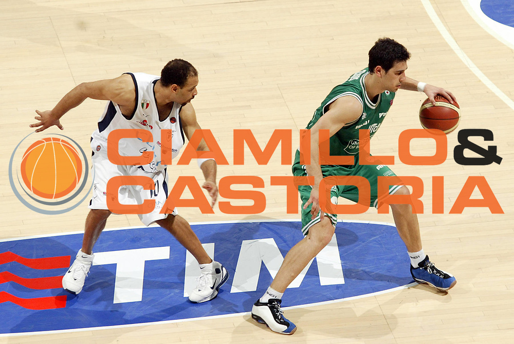 DESCRIZIONE : Bologna Lega A1 2005-06 Play Off Finale Gara 3 Climamio Fortitudo Bologna Benetton Treviso <br /> GIOCATORE : Zisis<br /> SQUADRA : Benetton Treviso <br /> EVENTO : Campionato Lega A1 2005-2006 Play Off Finale Gara 3 <br /> GARA : Climamio Fortitudo Bologna Benetton Treviso <br /> DATA : 18/06/2006 <br /> CATEGORIA : Palleggio<br /> SPORT : Pallacanestro <br /> AUTORE : Agenzia Ciamillo-Castoria/E.Pozzo