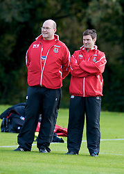 CARDIFF, WALES - Tuesday, October 7, 2008: Wales' doctor Mark Ridgewell and physiotherapist Dyfri Owen during training at the Vale of Glamorgan Hotel ahead of the 2010 FIFA World Cup South Africa Qualifying Group 4 match against Liechtenstein. (Photo by David Rawcliffe/Propaganda)