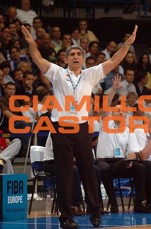 DESCRIZIONE : Belgrado Belgrade Eurobasket Men 2005 Francia Grecia<br /> GIOCATORE : Yannakis<br /> SQUADRA : Grecia Greece<br /> EVENTO : Eurobasket Men 2005 Campionati Europei Uomini 2005<br /> GARA : Francia Grecia France Greece<br /> DATA : 24/09/2005<br /> CATEGORIA :<br /> SPORT : Pallacanestro<br /> AUTORE : Ciamillo&amp;Castoria/Fiba Europe Pool