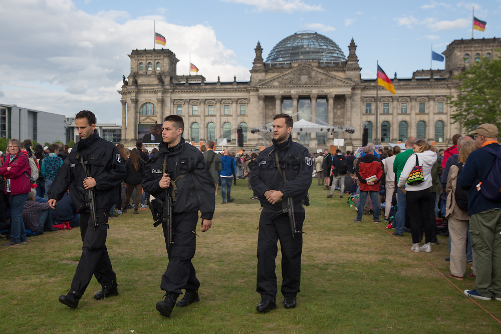 Berlin, Germany - 24.05.2017<br /> <br /> Heavy armed police forces secure the event in front of the Reichstags building. Start of the German Protestant Church Assembly (&quot;Deutscher Evangelischer Kirchentag&rdquo;) in Berlin. Tens of thousands attend the ceremonies and concerts at the beginning of the church convention. <br /> <br /> Schwer bewaffnete Polizeikraefte sichern die Veranstaltung vor dem Reichstagsgebaeude. Start des Deutschen Evangelischer Kirchentags 2017 in Berlin. Zehntausende besuchen die Zeremonien und Konzerte zum Auftakt des Kirchentags<br /> <br />  Photo: Bjoern Kietzmann