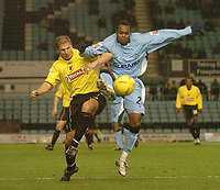 Fotball<br /> England 2004/2005<br /> Foto: SBI/Digitalsport<br /> NORWAY ONLY<br /> <br /> Coventry City v Watford <br /> Coca Cola championship. 18/12/2004<br /> <br /> Watfords Neil Cox and Coventrys Stern John battle for the ball.