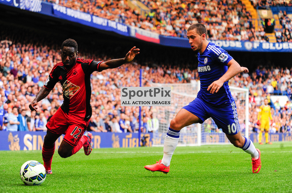 (c) Andrea Putzolu | SPORTPIX.ORG.UK<br /> Battle for the ball with 10 Forward Hazard and 12 Middle field Nathan Dyer