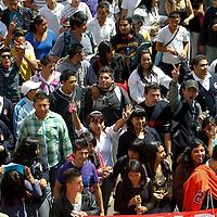 TOLUCA, México.- Cerca de 3000 integrantes de la Unión Popular Revolucionaria Emiliano Zapata, marcharon por las principales calles de Toluca para exigir el reconocimiento de diferentes planteles educativos, la regularización de viviendas y prestación de servicios  básicos en municipios como Ecatepec, Chicoloapan, Chimalhuacán, Ixtapaluca y Nezahualcóyotl. Agencia MVT / Crisanta Espinosa. (DIGITAL)