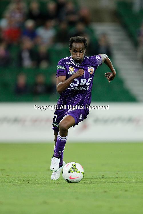 21.11.2014 Perth, Australia. Hyundai A League round 7, Perth Glory versus Wellington Phoenix. Youssouf Hersi in action.