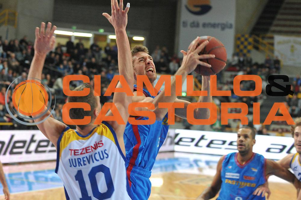 DESCRIZIONE : Verona Lega Basket A2 2010-11 Tezenis Verona Fastweb Casale Monferrato<br /> GIOCATORE : Giancarlo Ferrero<br /> SQUADRA : Tezenis Verona Fastweb Casale Monferrato<br /> EVENTO : Campionato Lega A2 2010-2011<br /> GARA : Tezenis Verona Fastweb Casale Monferrato<br /> DATA : 02/01/2011<br /> CATEGORIA : Tiro<br /> SPORT : Pallacanestro <br /> AUTORE : Agenzia Ciamillo-Castoria/M.Gregolin<br /> Galleria : Lega Basket A2 2010-2011 <br /> Fotonotizia : Verona Lega A2 2010-11 Tezenis Verona Fastweb Casale Monferrato<br /> Predefinita :