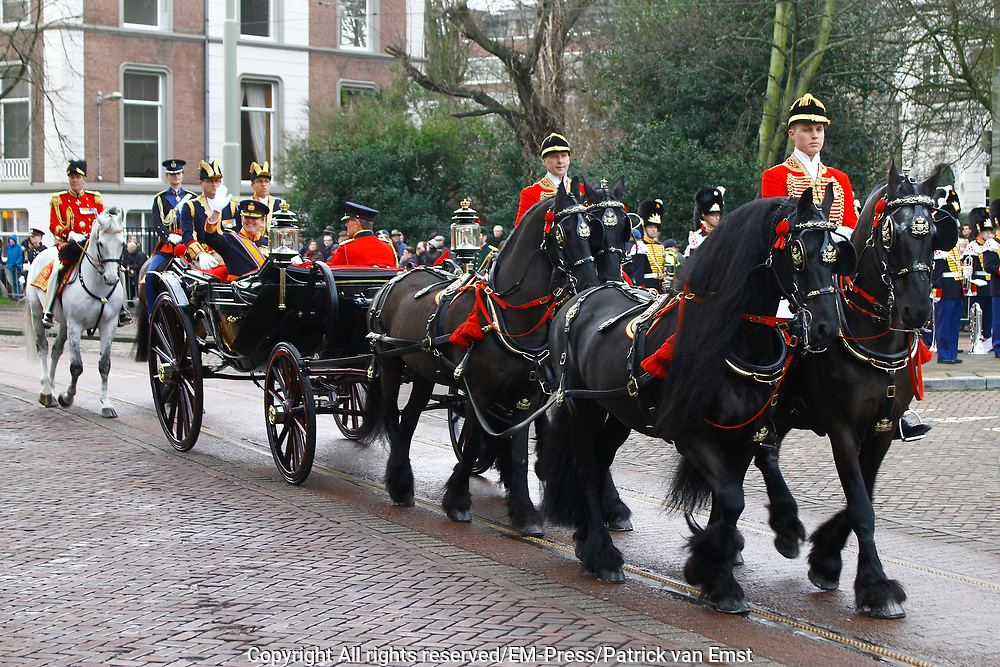 In Den Haag, op Plein 1813 vindt een vaandelgroet plaats van de Koninklijke Landmacht aan Koning Willem-Alexander. De vaandelgroet is tevens de aftrap van het 200-jarig jubileum van de Koninklijke Landmacht. <br /> <br /> In The Hague, on Plein 1813 a banner greeting takes place from the Royal Army of King Willem-Alexander. The standard greeting is also the kickoff of the 200th anniversary of the Royal Army.<br /> <br /> Op de foto / On the Photo:  Aankomst Koning Willem-Alexander in de koets / Arrival Koning Willem-Alexander in the carriage