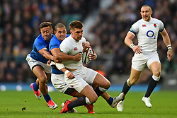 November 25, 2017 - London, England, United Kingdom - England's Henry Slade is tackled by two Samoans during Old Mutual Wealth Series between England against Samoa at Twickenham stadium , London on 25 Nov 2017  (Credit Image: © Kieran Galvin/NurPhoto via ZUMA Press)