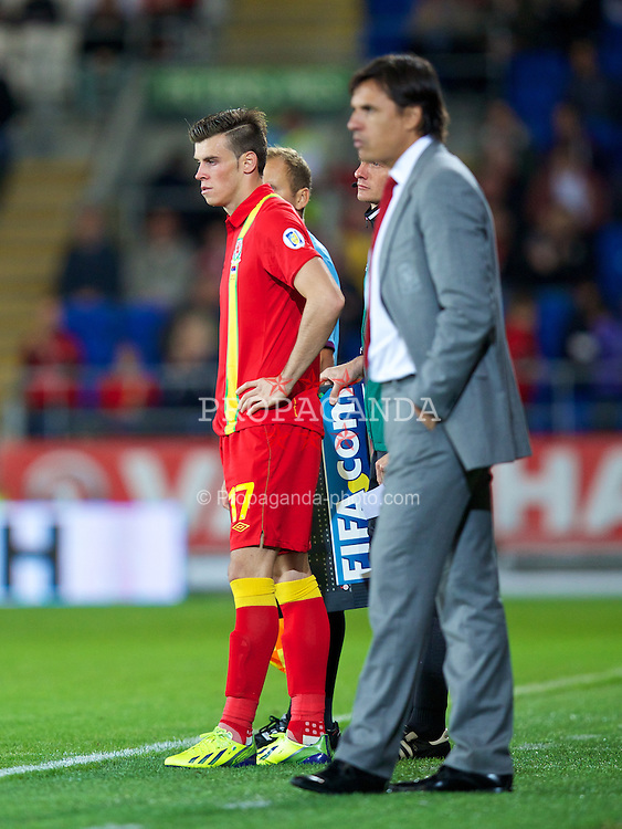 CARDIFF, WALES - Tuesday, September 10, 2013: Wales' substitute Gareth Bale is brought on by manager Chris Coleman against Serbia during the 2014 FIFA World Cup Brazil Qualifying Group A match at the Cardiff CIty Stadium. (Pic by David Rawcliffe/Propaganda)